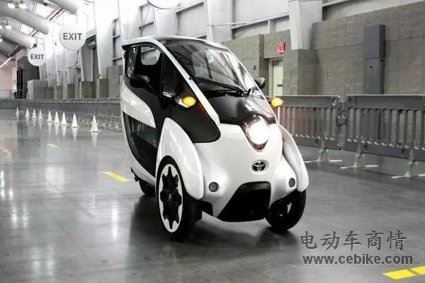 [提要] i-Road是一款三轮车,听上去可能不够高大上,但它的设计还是非常简约、时尚,还有些后现代主义的味道。   未来汽车显然不仅仅是那些造型看上去酷似外星飞船的车型,实用、环保节能也是一个方向。也许你看过电影《达芬奇密码》,女主角驾驶的Smart在欧洲城市非常流行,原因就在于体积小、容易停车,这显然是一个很好的方向,毕竟不论是发达还是发展中国家,道路拥堵、停车困难都是一个显著的问题。在这种情况下,丰田开发了i-Road三轮电动车,希望进一步改善上述问题。  后现代设计的三轮车   是的,i-Roa
