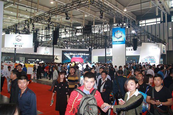 电动SUV  S50上市发布    雷丁全系车型横扫南京展