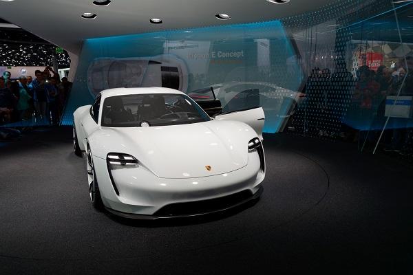 忠于概念车设计 保时捷首款电动车2020年量产