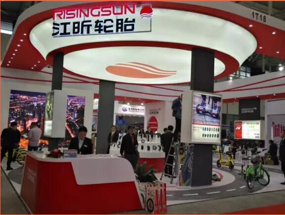 这产品也是没谁了!南京展现场唯一一家特殊轮胎企业!