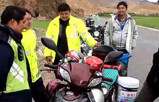 日行200公里!這對父子騎電動車進藏引摩友驚嘆!