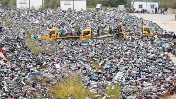 深圳扣两千辆车不算事!这城市扣电动车2.2万辆!现场堆积如山!