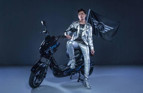 爱玛运动型电动车 用时尚态度骑行世界